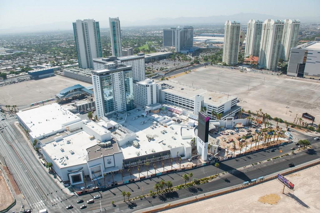 la-trb-las-vegas-sls-hotel-opens-early-20140617.jpg